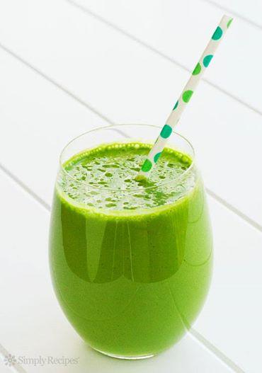 Smoothie verde cu banana si para
