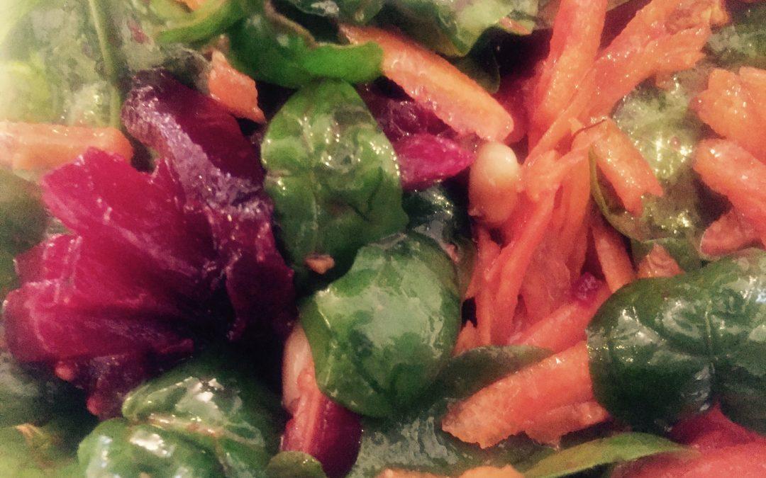 Salată cu sfeclă și morcovi